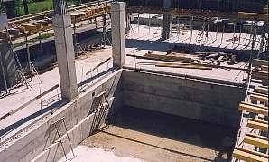 Basen na 1 piętrze budynku A